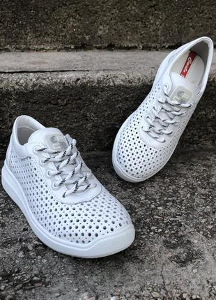 Белые кожаные кроссовки с перфорацией,белые летние кроссовки и...