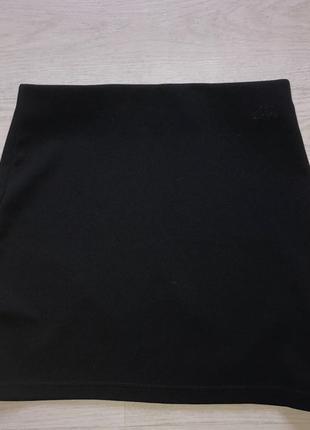 Короткая чёрная юбка