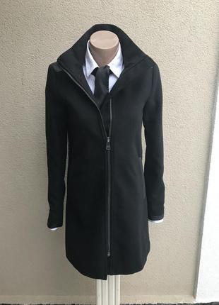 Красивое ,черное пальто,полу-пальто) с кожаными(кож.зам)вставк...