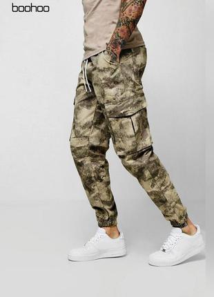 Камуфляжные штаны с карманами boohoo