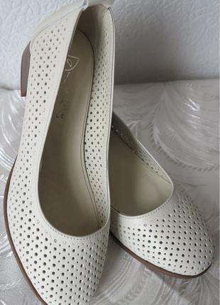 Nona женские удобные легкие кожаные туфельки перфорация на малень