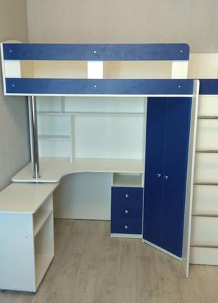 Детская кровать-чердак с выдвижным столом и угловым шкафом К26 Me
