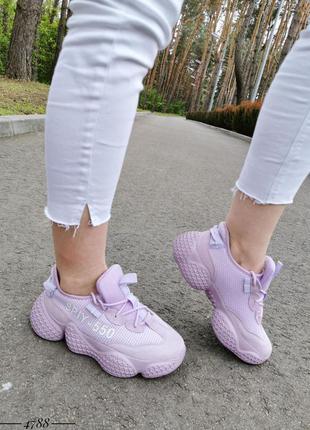 Стильные фиолетовые кроссовки