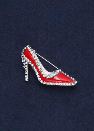 Брошь красная туфелька