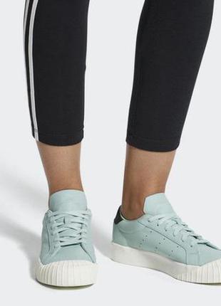 Кожаные кроссовки кеды adidas everyn cq2043