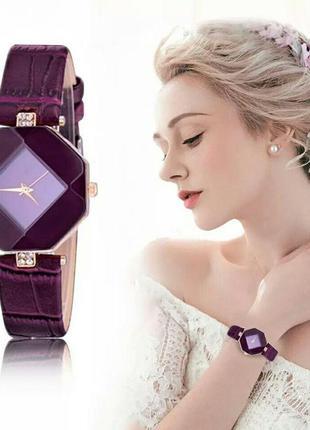 Женские наручные кварцевые часы фиолетового цвета со стразами ...