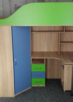 Детская кровать-чердак с рабочей зоной, угловым шкафом и лестнице
