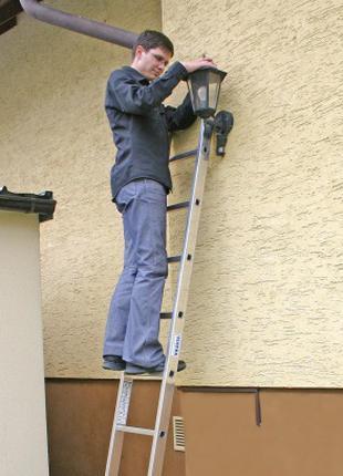 Алюминиевая односекционная приставная лестница на 7 ступеней
