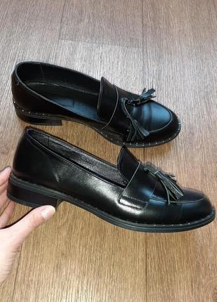 Туфли-лоферы с кисточками кожаные