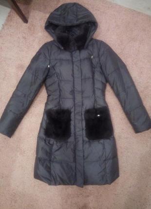 Фирменное зимнее пальто с натуральным мехом / крутой пуховик