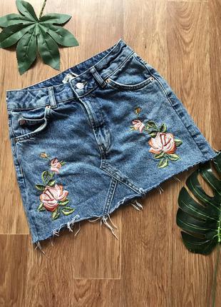 Крутая джинсовая юбка с вышивкой moto размер xs