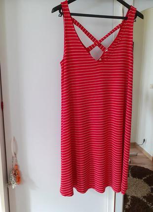 Натуральное с интересной спинкой платье большого размера