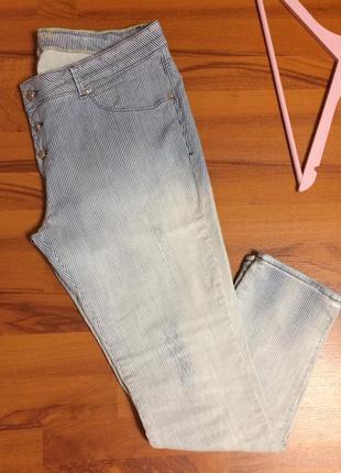 Актуальные брюки в мелкую полоску