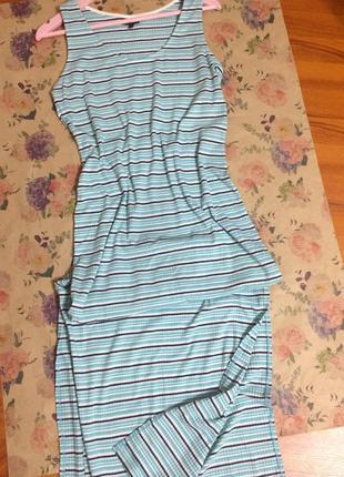 Классное платье в рубчик с разрезами
