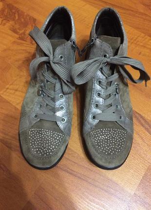 Стильные ботиночки в замше со стразами