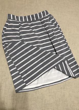 Актуальная юбка в полоску на подкладке