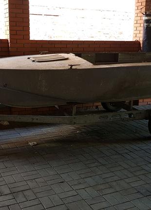 Лодка катер прогрес4