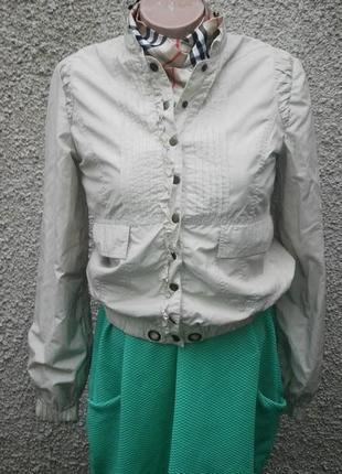Легкая куртка с рюшами, ветровка от mango