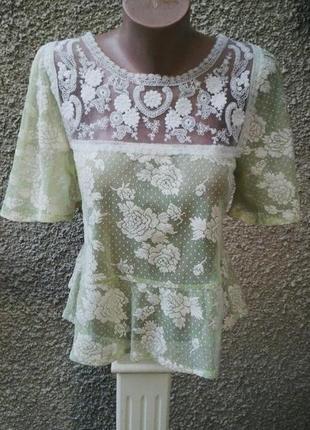 Кружевная блузка с баской и открытой спиной