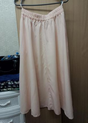 Ніжного персикового кольору юбка з карманами
