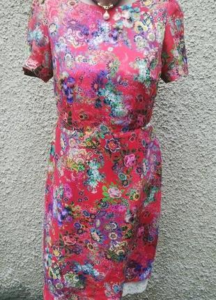Очень красивое,яркое платье с кружевом по низу