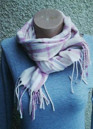 Розовый шарф с бахромой, в клеточку