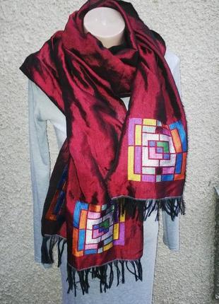Очень красивый, большой шарф с вышивкой и бахромой ,ручная раб...