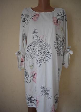 Красивое нежное платье с принтом большого размера