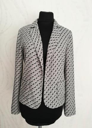 Легкий жакет,пиджак в оригинальную расцветку