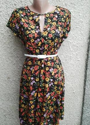 Легкое платье с замочком(застежкой)по спинке, в цветочный прин...