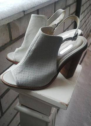 Кожаные  босоножки,туфли с перфорацией, dorothy perkins(кож.зам)