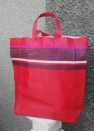Красивая сумка,торба,кож.зам с перфорацией от  estee lauder