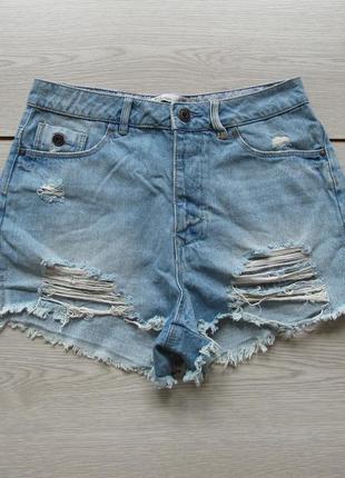 Короткие рваные джинсовые шорты от
