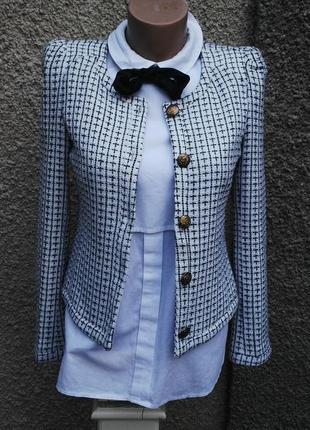 Очень красивый, белый в черную клетку жакет(пиджак)в стиле шан...
