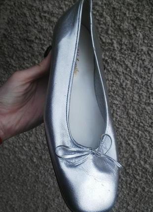 Новые,кожаные балетки, серебристые туфли,полностью кожа 100%,и...