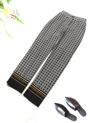 Зауженные  укороченные брюки с высокой талией