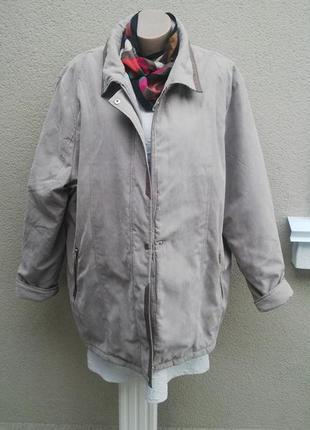 Теплая куртка большого размера.