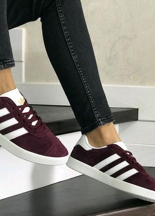 Женские кроссовки Adidas Gazelle (бордовые)
