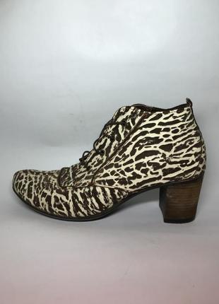 Ботильоны ,ботинки на шнуровке,кожа(замша) фактурная под репти...