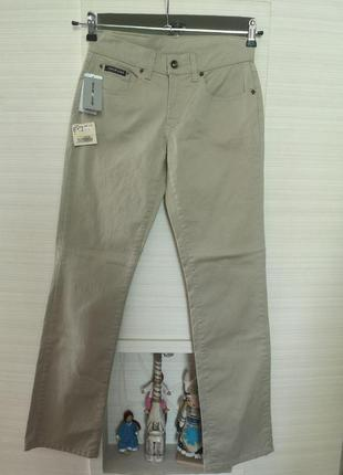 Стильные прямые джинсы италия