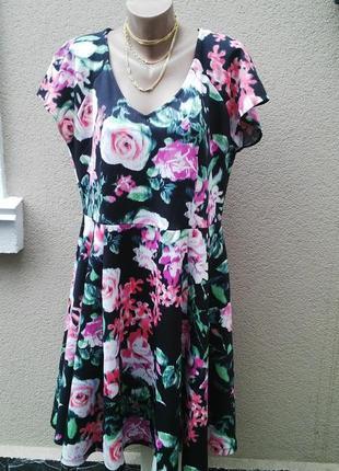 Новое платье в цветочный принт из плотноватой ткани(увесистое)...