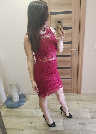 Красивое нарядное платье с кружевом