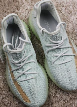 Кроссовки adidas yeezy boost 350 v2 hyperspace.
