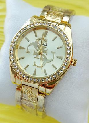 Женские наручные часы золотого цвета