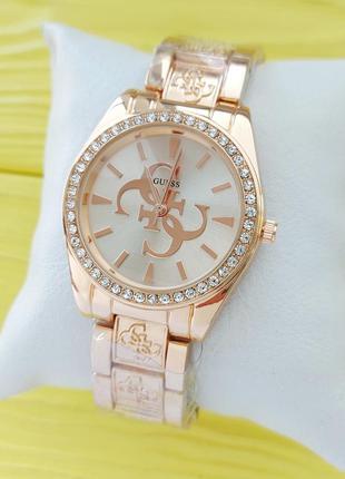 Женские наручные часы в розовом золоте