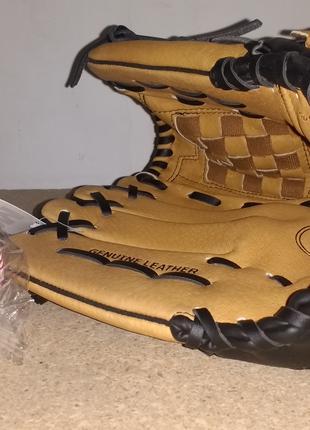 Бейсбольная перчатки