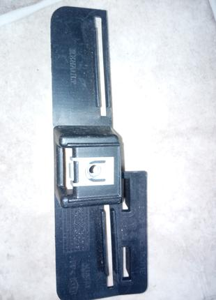 Кронштейн задней направляющей бампера Renault Laguna1 7700420436