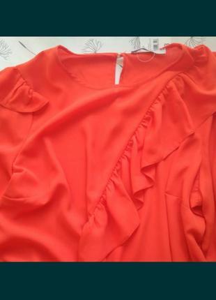 Яркая новая блуза