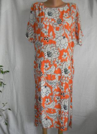 Вискозное платье с ярким принтом большого размера