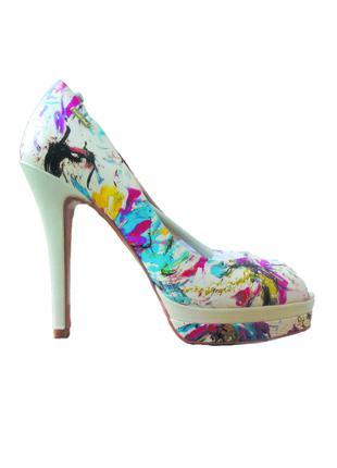 Кожаные женские туфли на каблуке , 39 размер